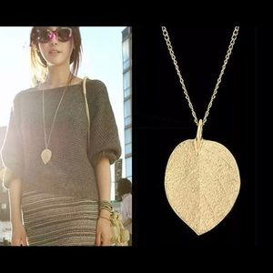 Jewelry Maxi Leaf Design Necklace 18 Gold Color